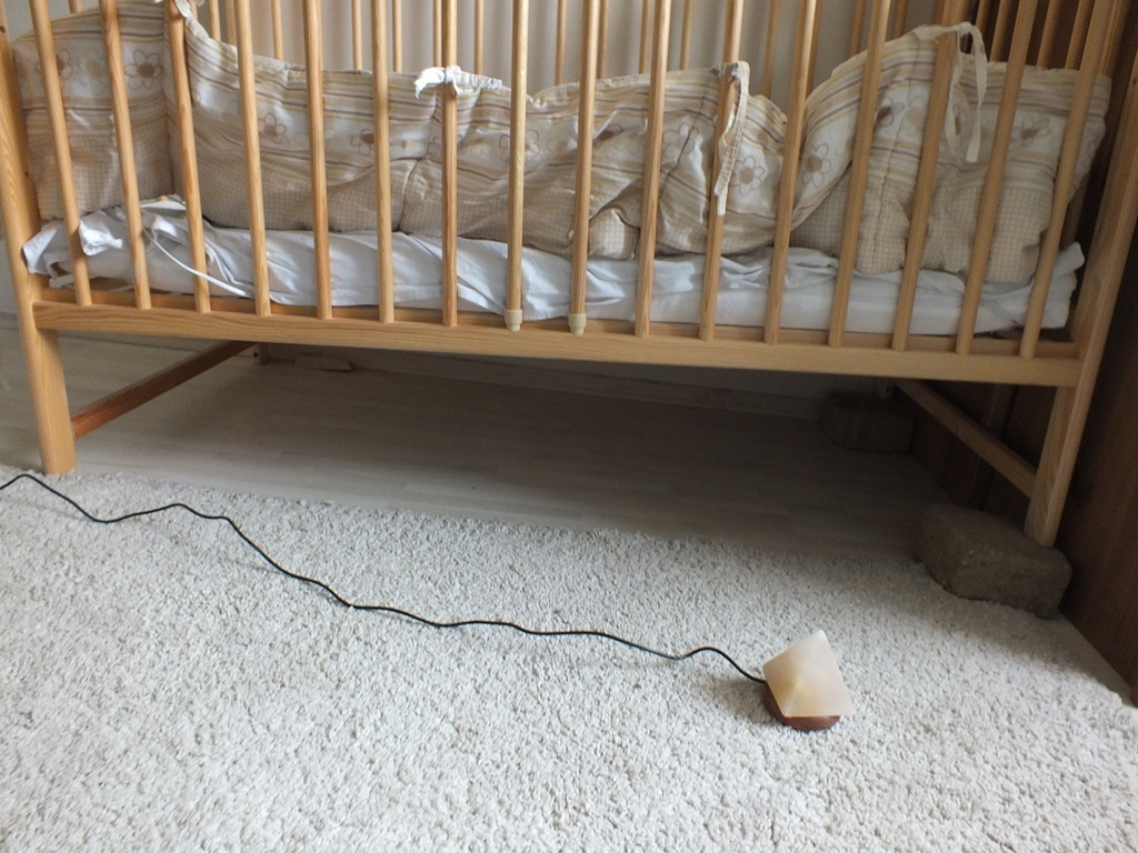 Tégla az ágy alá